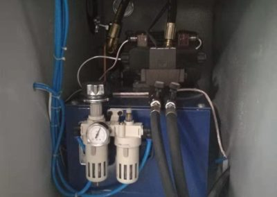 Automatic pail welder hydrolic system and air regulation