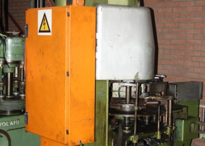 LW 303 automatic seamer for irregular cans back side