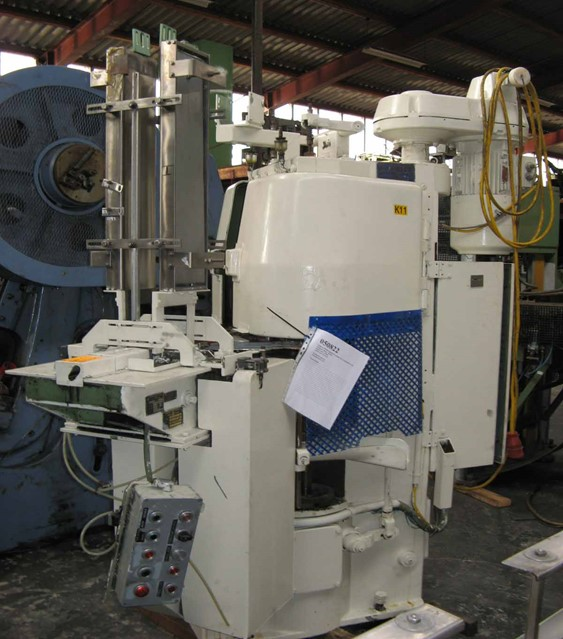 Automatic Lubeca seamer type LW 303 for rectangular cans