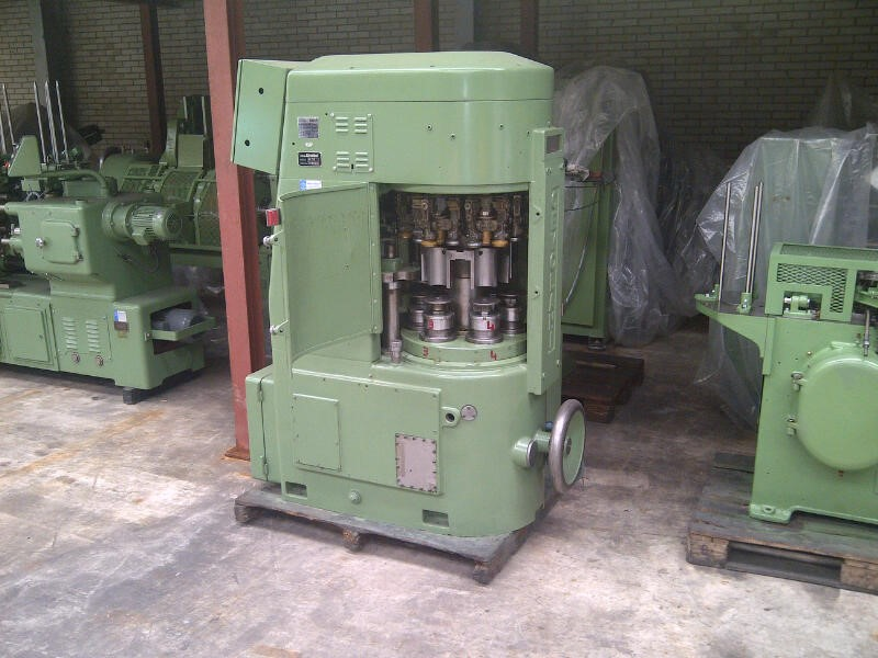 Cevolani AT78 Automatic Seamer. Seamer is tooled for 73mm necked in 70mm cans