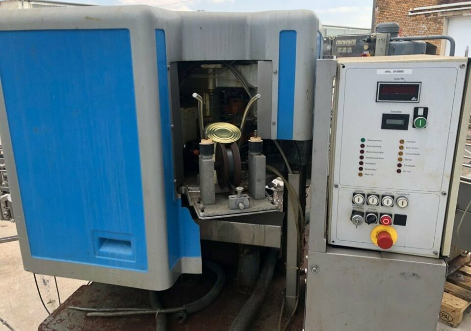 Automatic Lubeca LW 203 high speed closing machine with driven lifters