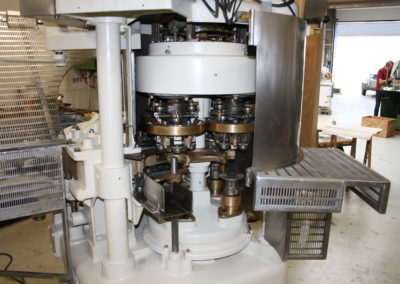 Automatic seamer Angelus 40P seaming heads