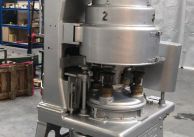 Angelus seamer sluitmachine type 29P covers closed