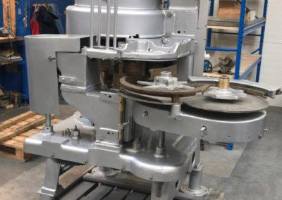 Angelus seamer sluitmachine type 29P infeed